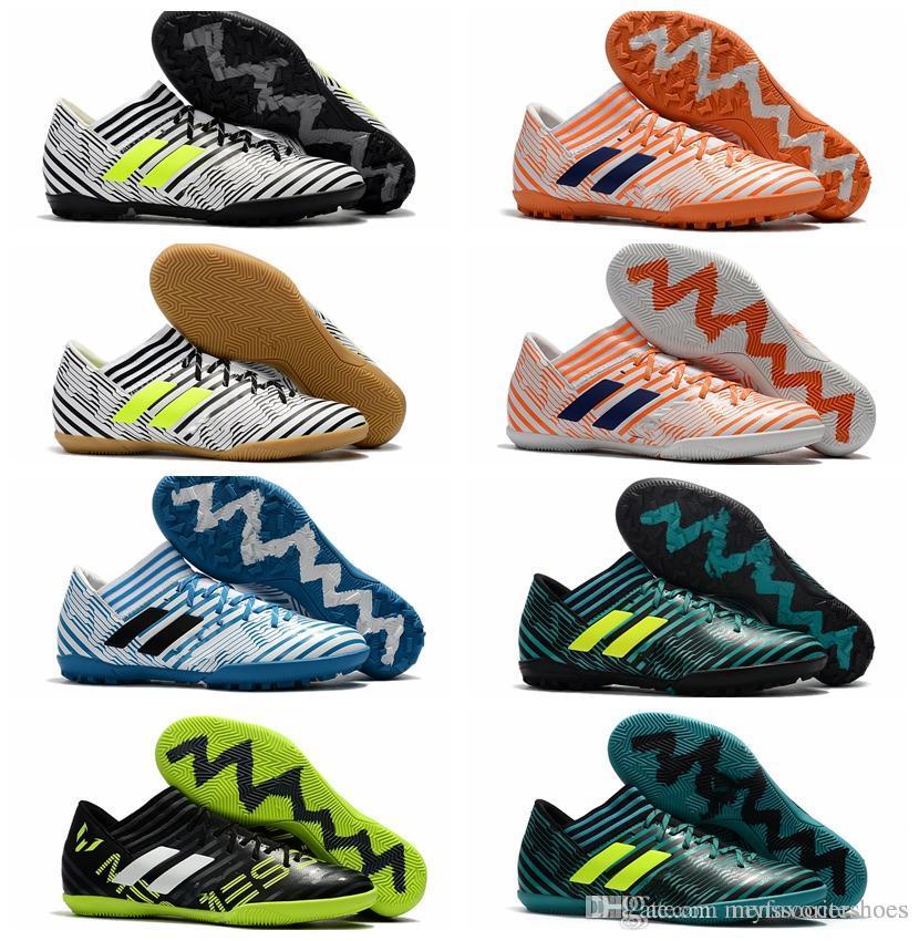 137ad2ad0e82e Compre 2018 Sapatos Futsal Chuteiras De Futebol Homens Nemeziz Tango 17.3  IC TF Chuteiras De Futebol Macio Interior Chão Botas Baratas Nemeziz 17  Crianças ...