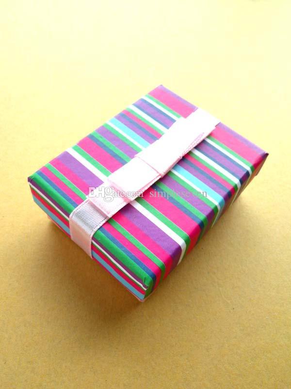[Simple Seven] couleur arc-en-Bracelet boîte / festival Stripe boucle d'oreille de cas / coloré Pendentif Afficher / Spécial cadeau de boîte à bijoux avec ruban Petit