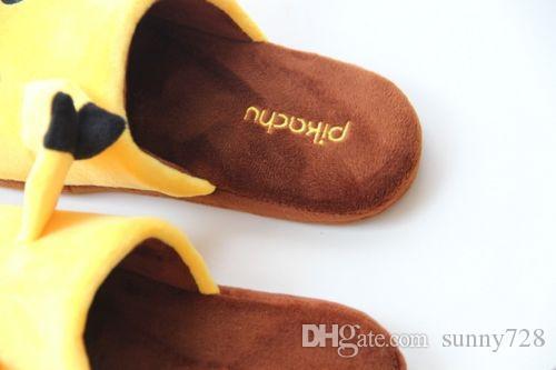 Горячая осень Зима 1 пара Pikachu Фаршированные женщины Мужчины Тапочки Плюшевые теплые теплые домашние тапочки Взрослые Обувь для пола 35--43