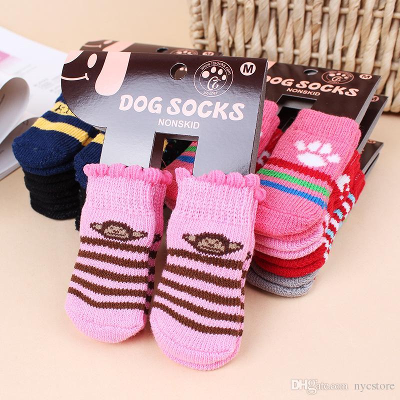 Sıcak pet köpek kedi kış için sıcak çorap Sevimli Yavru Köpekler Yumuşak Pamuk kaymaz Örgü Örgü Çorap Skid Alt Köpek kedi Çorap Giysileri 4 adet / takım