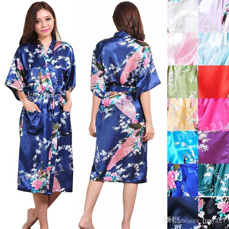 104391812 Pavão longo Cetim Robe Brideamaid Kimono Robes Robes de Festa de Casamento  De Cetim De Seda De Casamento Sleepwear Presente Da Dama De Honra Favores  Do ...