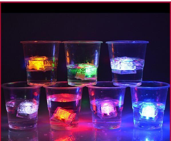 Éclairage Mini Romantique Lumineux Cube LED Artificielle Glaçon Flash LED Lumière De Mariage De Noël Décoration Partie Aoto Couleur