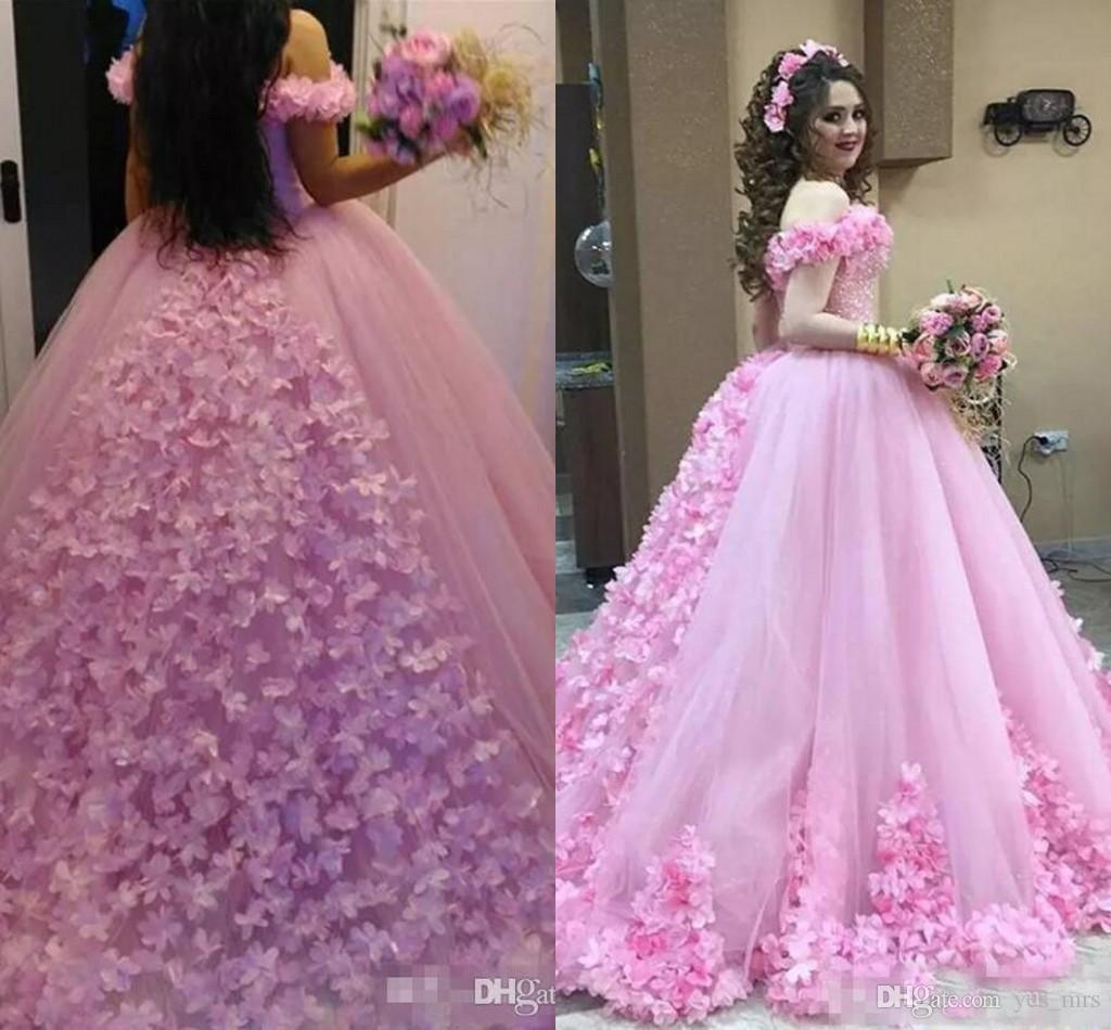 888a50215 Compre 2017 Nuevo Rosa Quinceanera Vestido De Bola Vestidos De Hombro Con  Cuentas De Tul Flores De Tul Dulce 16 Puffy Tallas Grandes Fiesta De Baile  De Fin ...