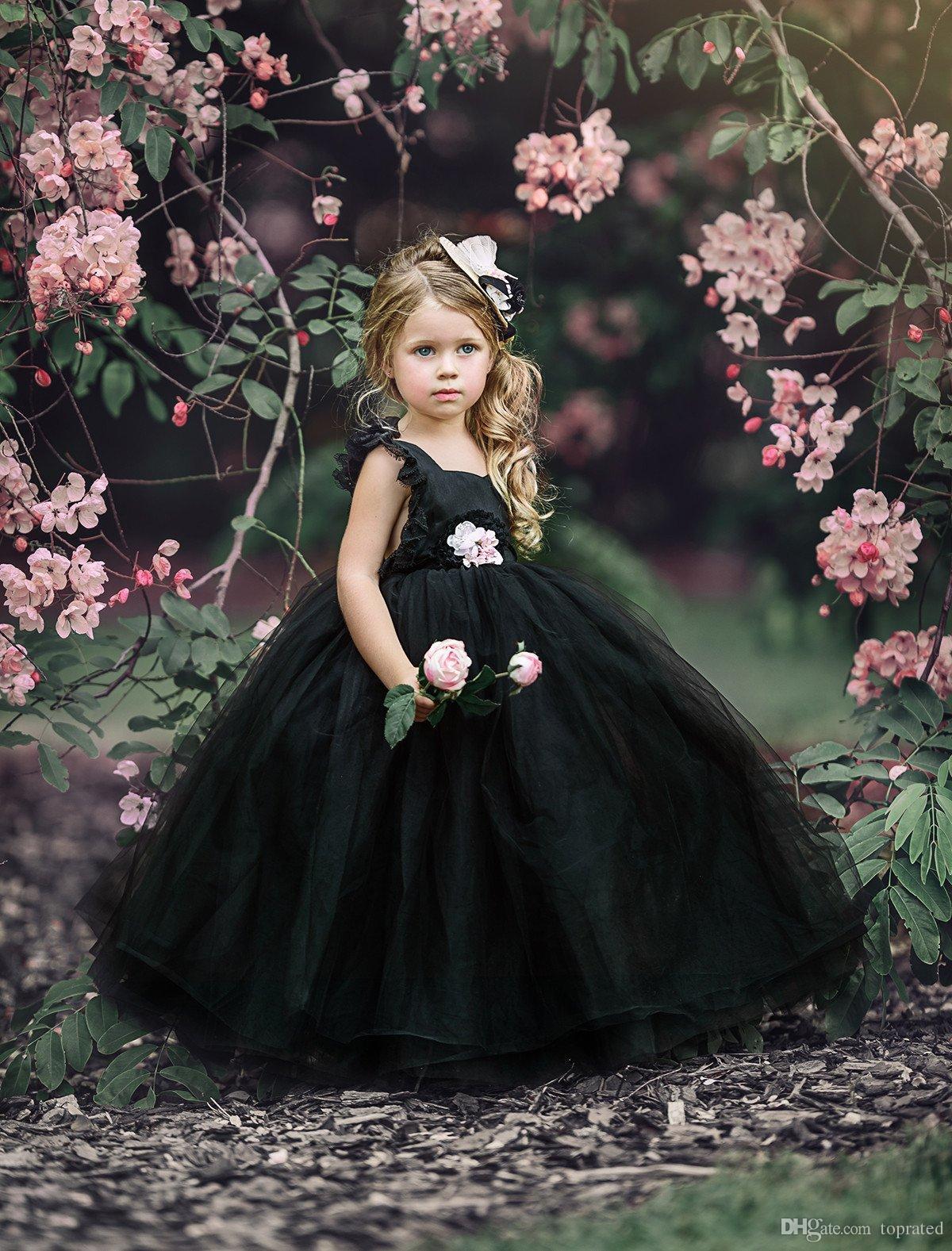Vestidos negros para niñas Vestidos para niñas de flores Puffy Tulle encaje gorro mangas Abrir espalda 2019 Vestidos de chicas baratas para vestidos de boda de niños góticos
