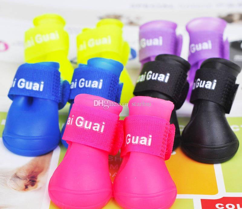4 шт./компл. собака обувь Мода домашние животные собака резиновые дождь обувь красочные водонепроницаемые сапоги прекрасный конфеты цвета дождь обувь S / M / L WX-G16