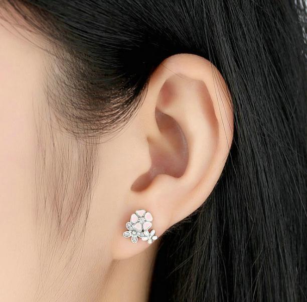Liebesblumen S925 aus reinem Silber Ohrringe Set Schneckenfänger Modell