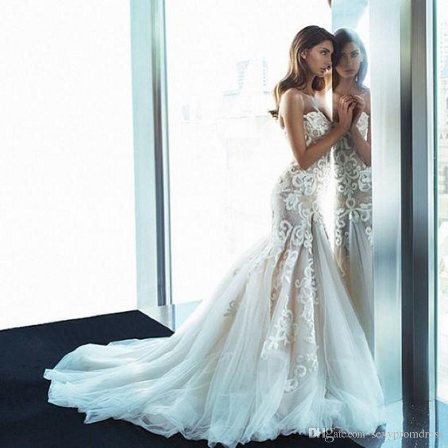 Incredibili abiti da sposa ricamati in pizzo senza spalline 2016 Summer Backless Tulle Sweep Train Beach Abiti da sposa Abiti da sposa di alta qualità