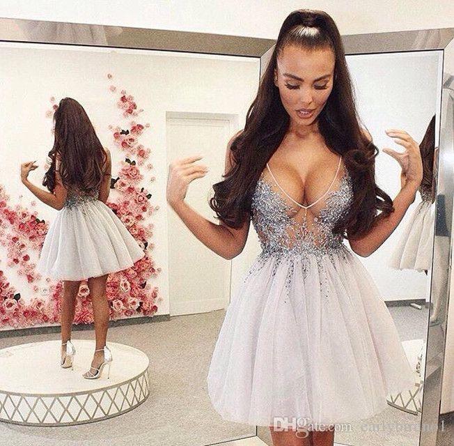 2018 Neuer reizvoller tiefer V-Ansatz, der kurze Cocktailkleider ärmellos eine Linie Tulle Mini Heimkehr kleidet, kleidet Mädchen-Partei-Abnutzung