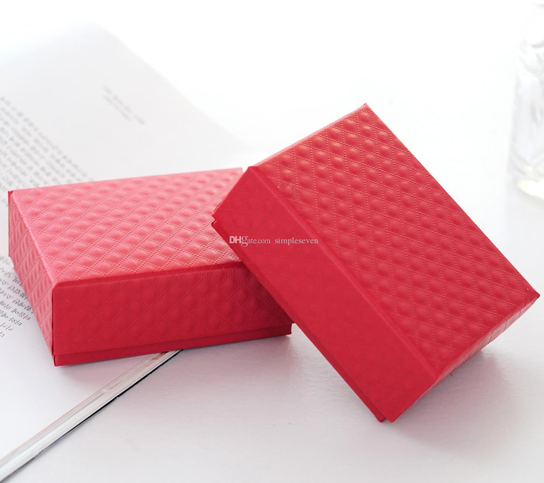 [Basit Yedi] Perakende Festivali Klasik Kırmızı Elmas Desen Takı Kolye Kutusu / Bilezik Ambalaj / / Broş Paketi orta Boy