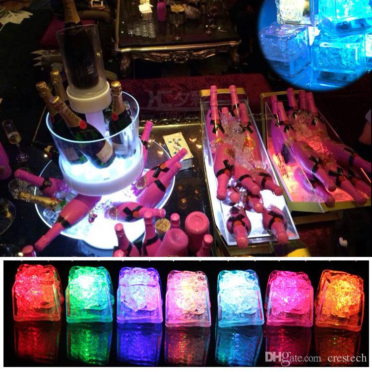 Mini LED Party Lights Colore quadrato che cambia LED cubetti di ghiaccio Cubetti di ghiaccio incandescente Lampeggiante Lampeggiante Novità Lampadina di alimentazione party Batteria AG3