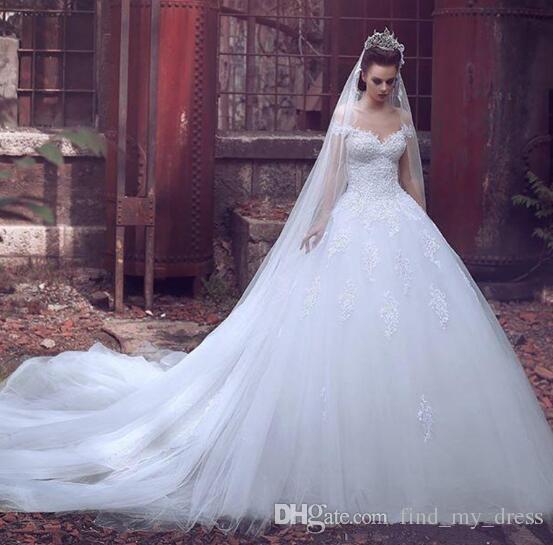 Vestido de Baile do Vintage Branco Vestido de Noiva Fora Do Ombro Do Laço de Tule Capela Trem de Luxo Vestidos de Noiva 2019 Mais Novo Tamanho Personalizado