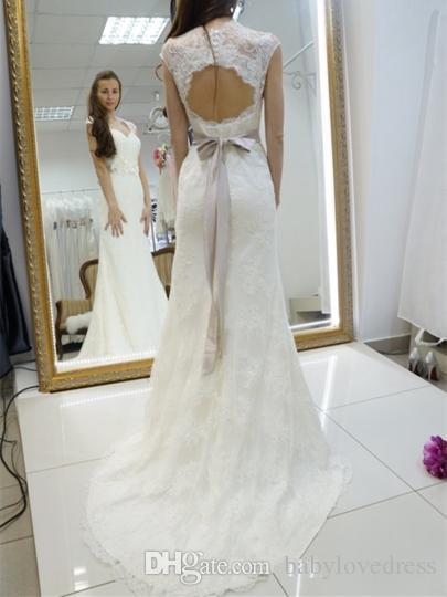 Vintage 2017 robes de mariée en dentelle avec ruban portrait décolleté fleurs ceinture robes de mariée boutons dos nu balayage train robes de mariée