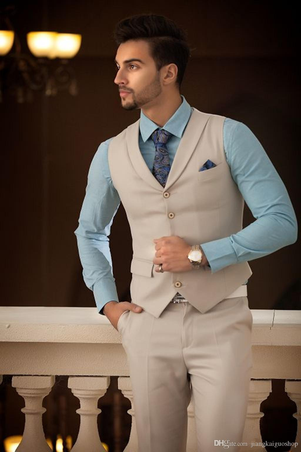Nuovi Smoking da sposo beige chiaro bello Smoking Abito da sposa da uomo, bavero con risvolto, un bottone, vestibilità aderente giacca + pantaloni + cravatta + gilet