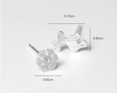 Güzel Geyik Kar Tepesi Saplama Küpe S925 Gümüş Gümüş Asimetrik Fırçalanmış Saplama Küpe Kızlar için Hediyeler / Bayanlar Kulak Çiviler