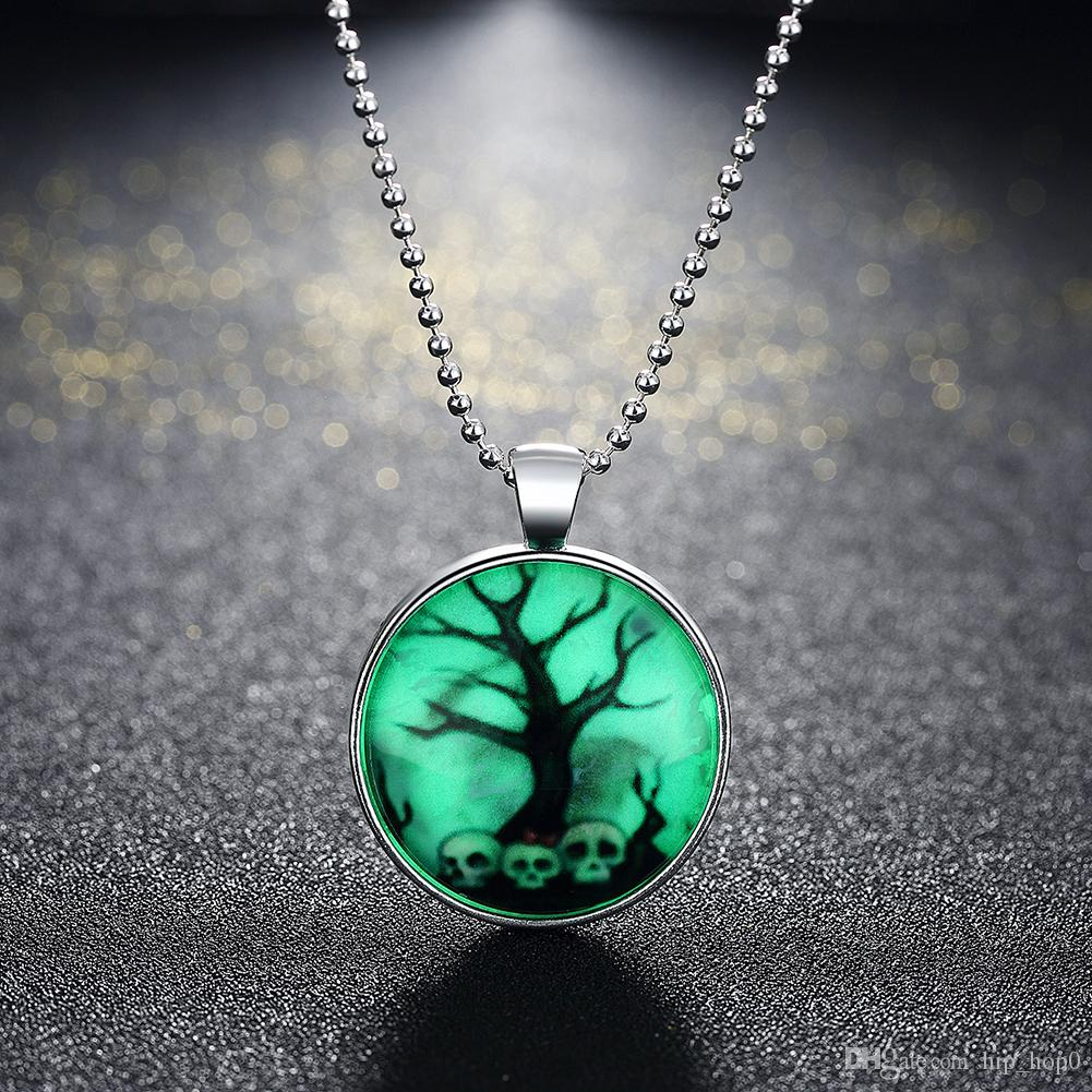 Unisex Horror Old Tree Skull Round Pendant Punk Style Noctilucence Glowing Necklace Glow in Dark with Silver Plated Popcorn Chain 24inch