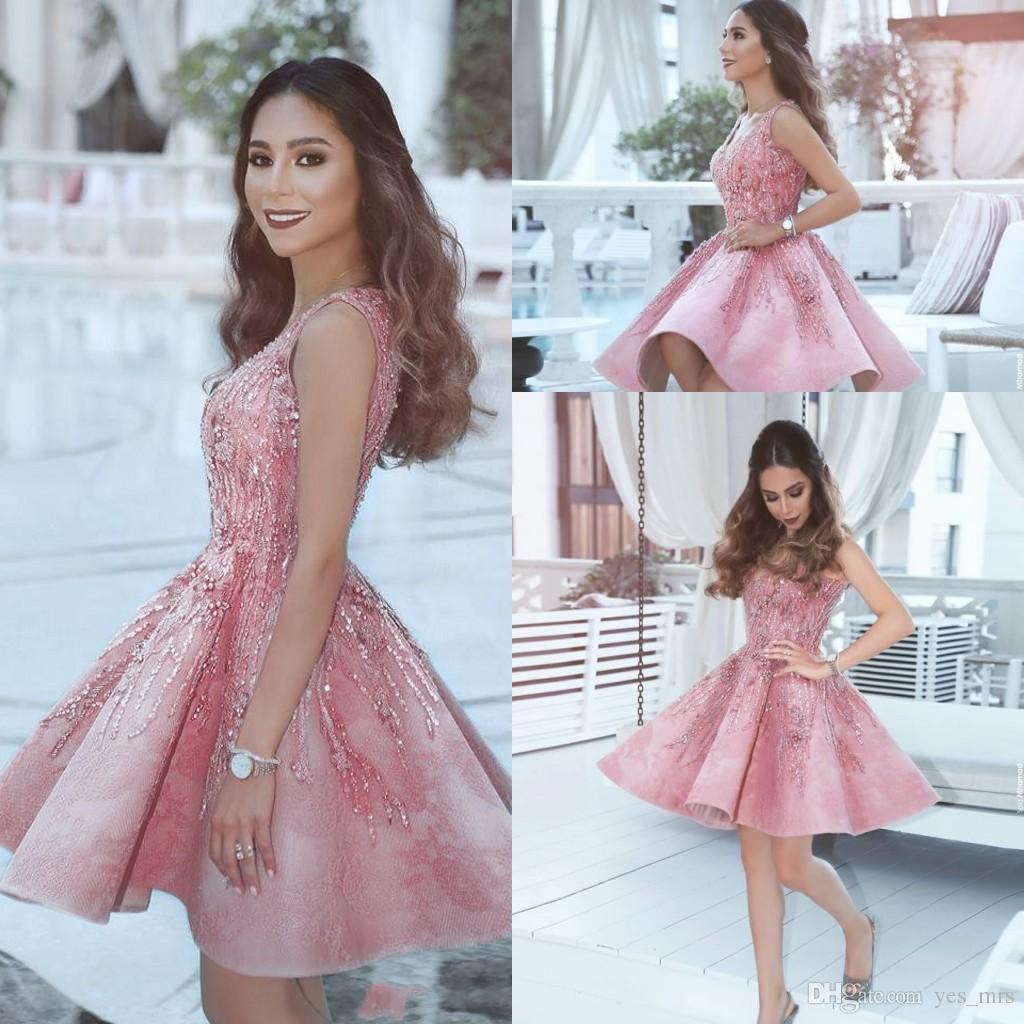 775e7cfca Compre 2017 Cortos Mini Pink Exquisitos Vestidos De Coctel Cariño Con  Cuentas Lentejuelas De Cristal Bling Dulce 16 Vestido De Regreso A Casa  Árabe Vestido ...