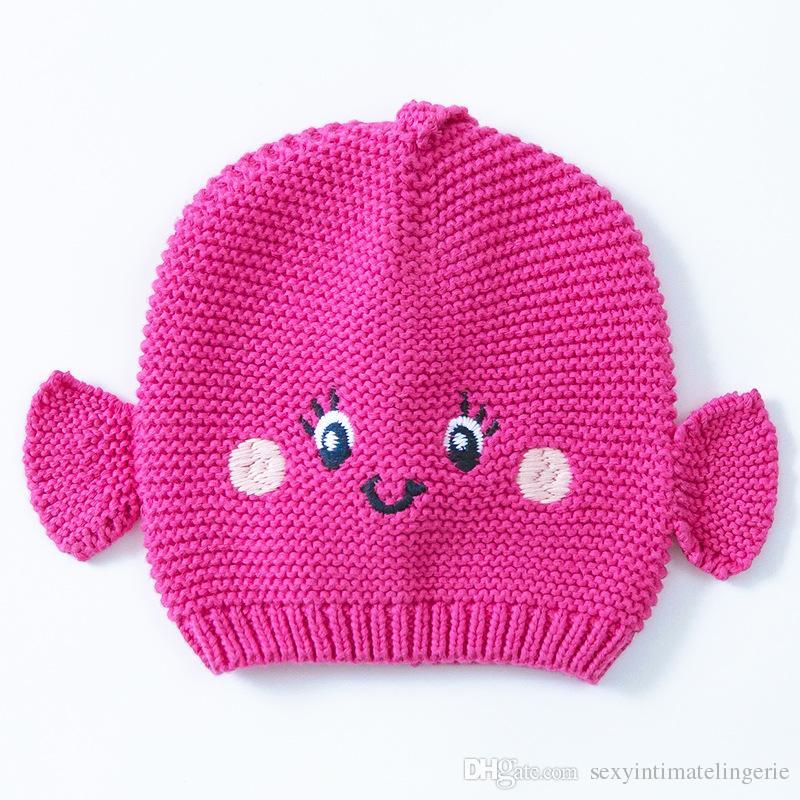 40b8d5134d1 ... 2016 Rose Baby Fisch Hut Baumwolle Stickerei Häkeln Baby Mützen Kinder  Herbst Winter Baby Mütze Handgemachte Strick Winddicht Ohrenschützer Cap Von  ...
