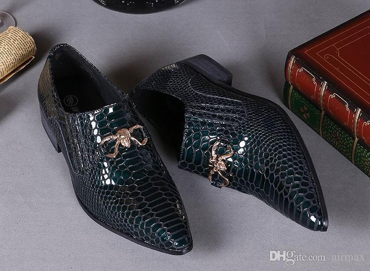 Heißer Verkauf Luxus Python Schlange Muster Herren Kleid Schuhe Mode Spitz Lackleder Bootsschuhe Slip On Flache Hochzeit Schuh