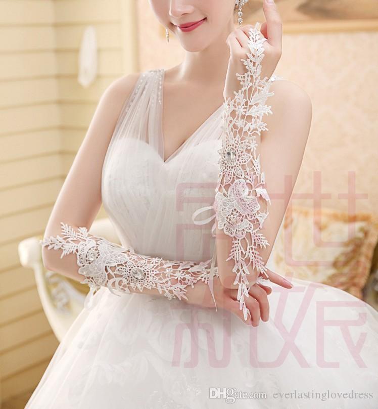 Magnifique luxe coude ivoire longueur sans doigts dentelle appliqued gants de mariée longs gants de mariage avec cristaux
