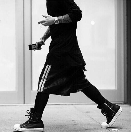 Acquista Kanye Chris Brown Abbigliamento Streetwear M XXL Del Vestito Da  Uomini Di Estate Kpop BigBang Nero Corto Palestra Hip Hop Più Di Formato  Mens ... 6df8ffc994f