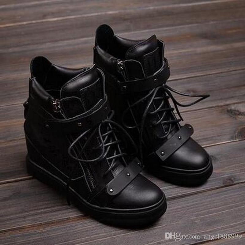 2016 Moda de la nueva marca de alta Top zapatillas de deporte de las mujeres Botas Cuñas Dentro de los más altos de bota zapatos de doble hoja de encaje Botas de hierro de metal negro Zapatos