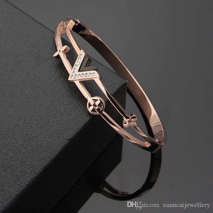 Титана стальные браслеты ювелирные изделия Оптовая V-образный Алмаз полые четыре листа цветок браслеты 18 К золото пара торговая марка браслеты