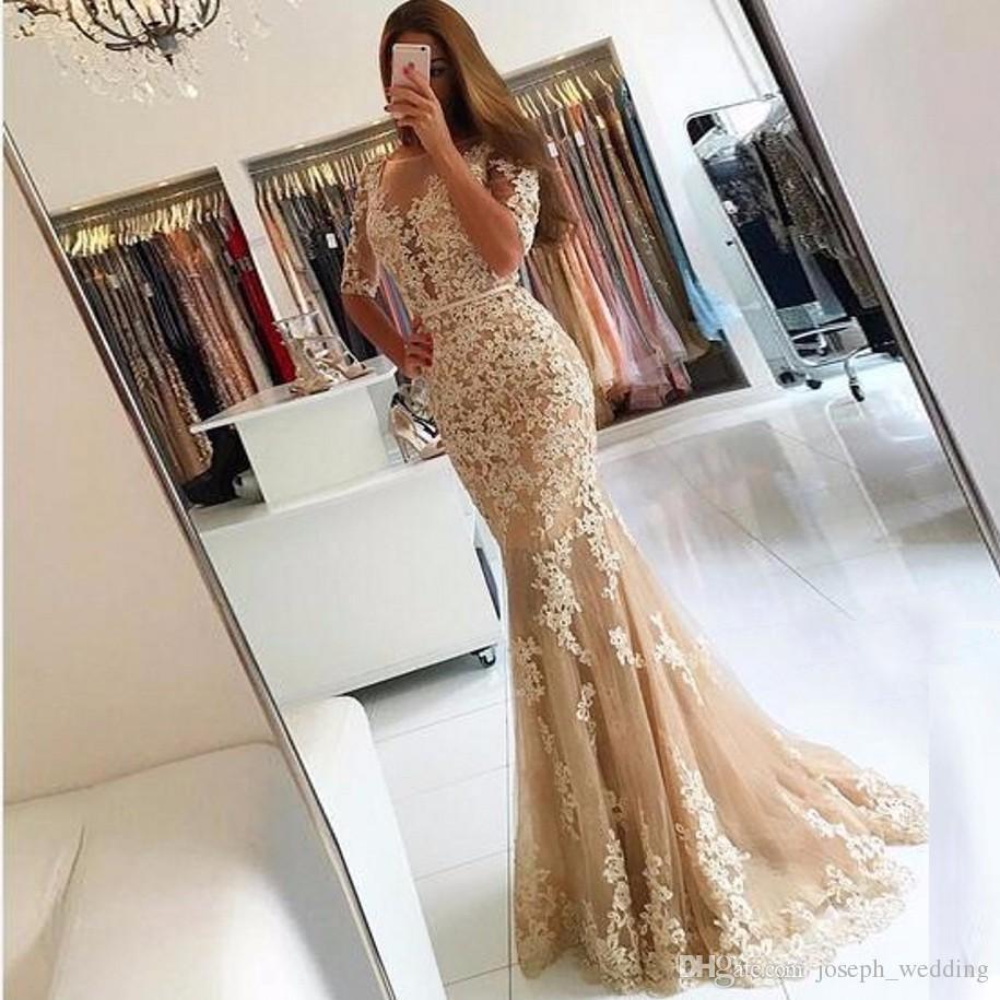 2018 새로운 우아한 샴페인 레이스 얇은 명주 그물 인어 댄스 파티 드레스 하프 슬리브 섹시한 등이없는 환상의 쉬어 국자 이브닝 드레스 가운
