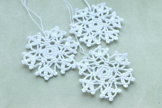 Gehäkelte Schneeflocke, hängende Ornamente, Wohnkultur, weiße Winter häkeln Dekorationen, weiße Schneeflocken Weihnachten, häkeln Schneeflocke von 20 Stück