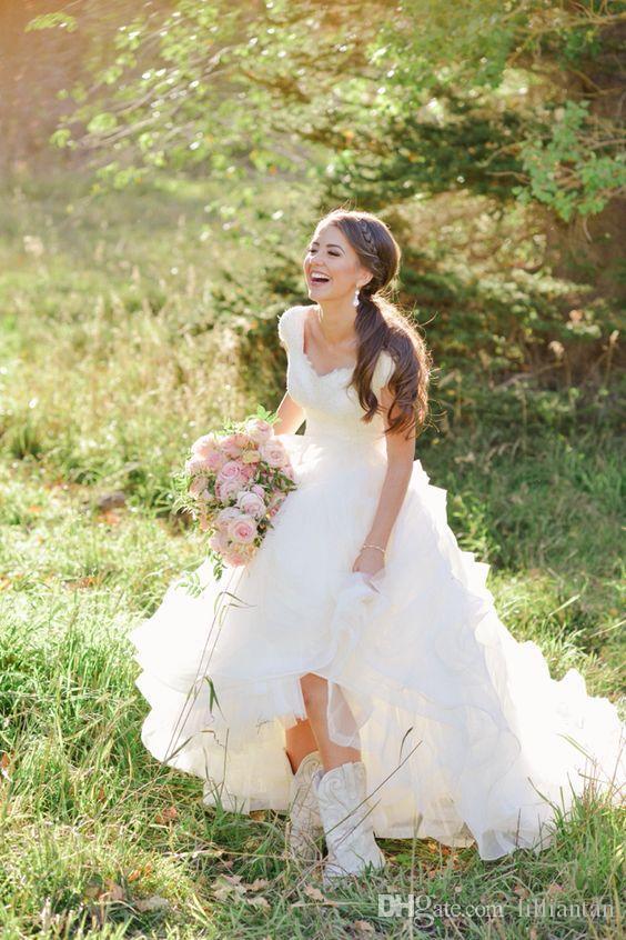 Gonne a file abiti da sposa in rilievo arabo in rilievo pizzo paese abiti da sposa cascading ruffles avorio pulsanti indietro stivali da cowboy vestido de