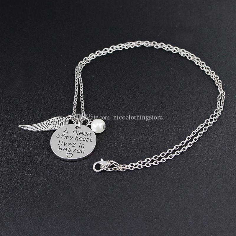 'Um pedaço do meu coração vive no céu' Colar personalizado de caligrafia lembrança colar memória anjo asa joalheria