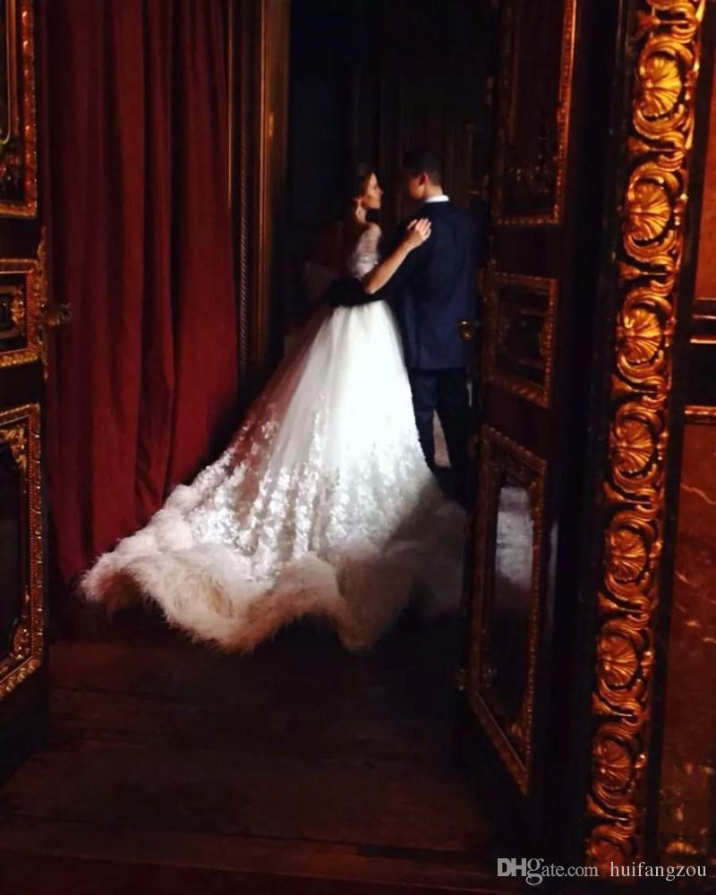 Vestido De Baile De Luxo Vestidos De Casamento Fora Do Ombro Puro Branco Avestruz Pena Applique Sem Mangas Sweep Train Vestidos de Casamento Frete Grátis