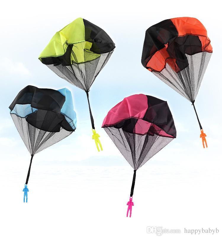 Parachute Launcher land UFO Sky Diver con figura Soldado Niños Niños Deporte al aire libre Jugar Juguetes Los mejores regalos de Navidad Parachuts para niños
