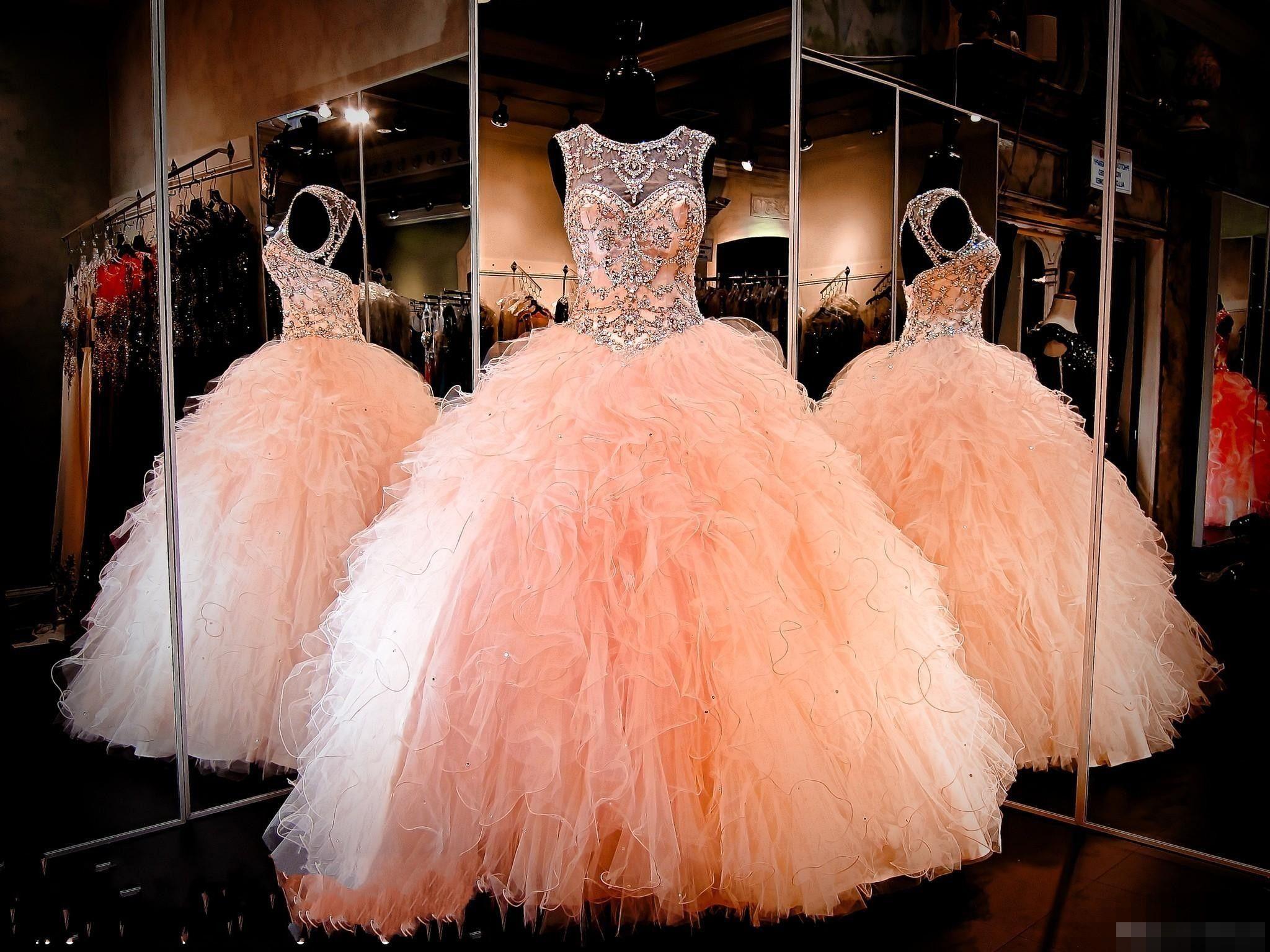 Nouveaux cristaux de strass Blush pêche Quinceanera robes Sexy Sheer Jewel Sweet 16 Volants à Volants Jupe Princesse Bal Bal Robes de soirée