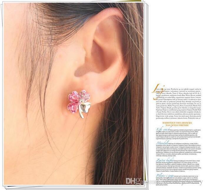 Boucles d'oreilles en cristal de trèfle à quatre feuilles faites avec des éléments de Swarovski pour les femmes