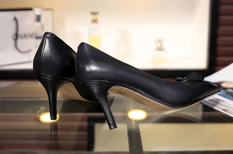 Alta qualità ~ Vogue scelte! U630 i i in vera pelle bow bow thels tacchi a punta scarpe sexy nudo rosso nero lavoro classico