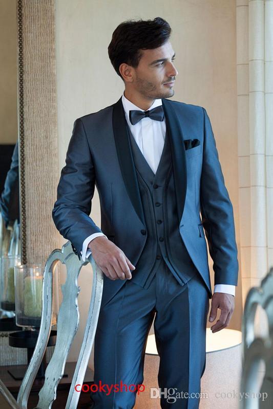 Acquista Completo Da Uomo Con Collo Sciallato Slim Fit In Smoking Blu Scuro  Completo Da Uomo In Cotone Da Sposa Con Spalline E Groomsman Giacca +  Pantaloni ... d2c7831ed59