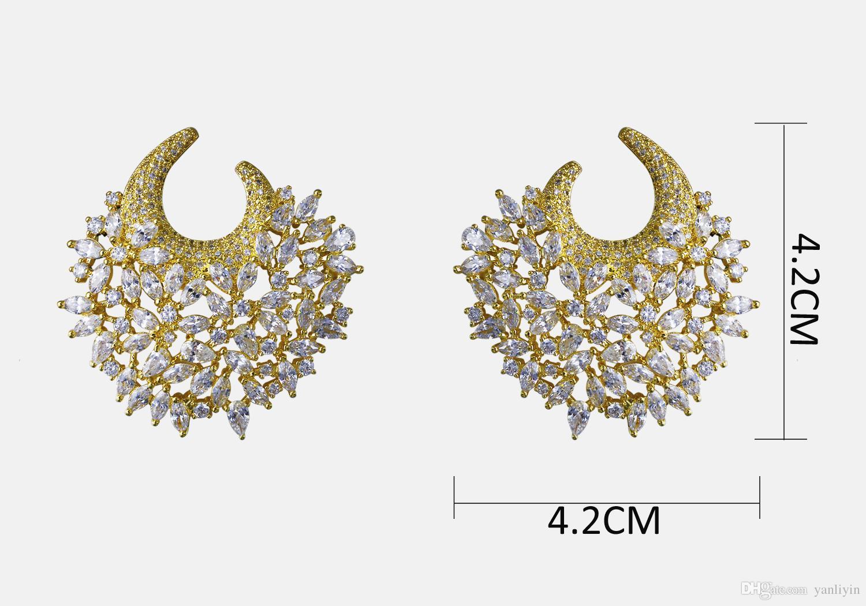 절대적으로 화려한 귀걸이! 화이트 큐빅 지르코니아 대형 비정상적인 귀걸이와 골드 플레이트