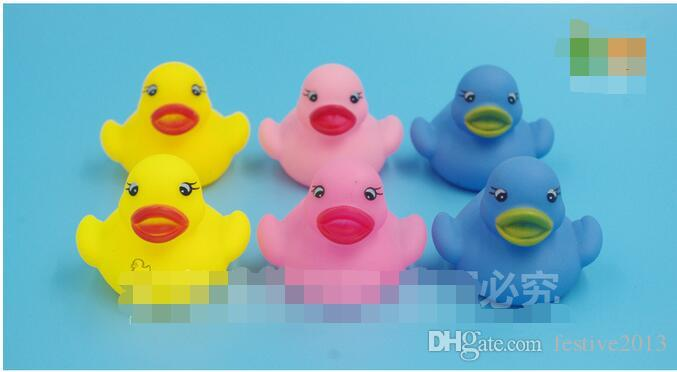 2016 new Manufacturers selling baby bath evade glue toys Rhubarb duck trichromatic duck to small animals