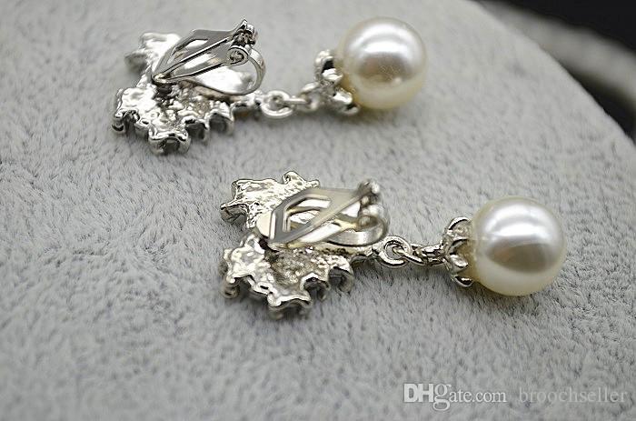 Set di gioielli orecchini e collana di nozze in cristallo placcato oro bianco con perle e strass