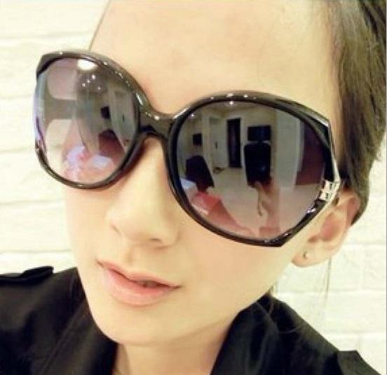 c44e290fb Compre 2016 Moda Oversize Frame Óculos De Sol Para As Mulheres Homens  Designer De Marca Óculos De Sol UV400 Óculos Oculos De Sol Feminino G005 De  Wish_team, ...