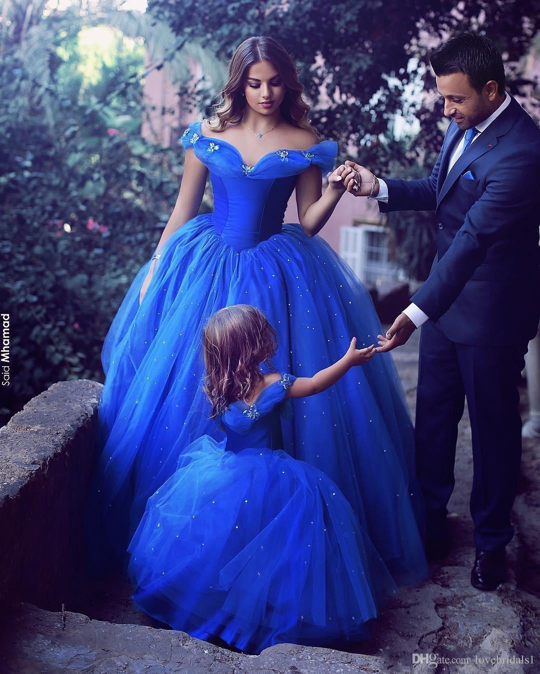 2019 New Blue Cenerentola Off spalla madre e figlia Ball Gown Prom Dresses Tulle Cristalli Abiti da festa delle bambine
