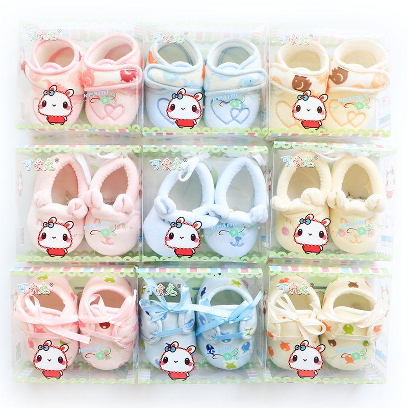 Neugeborene Schuhe Säuglinge 2016 Herbst Baby Schuhe weichen Samt Schuh Mutterschaft 0-3months schöne Stickerei rosa hellblau gelb