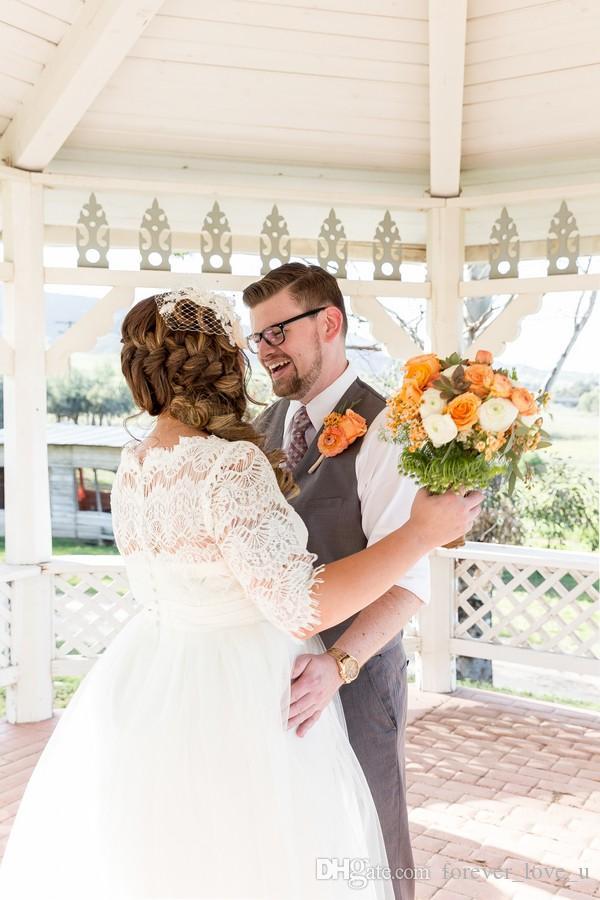Wiosna Plus Size Suknie Ślubne Linia Długość Herbaty Suknie Ślubne Dekolt Illusion Dekolt Sheer Koronki Pół Rękawy Ogród Plaża Party Wedding