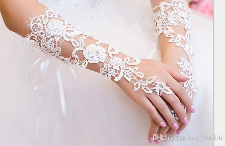 2016 blanco Guantes de novia más caliente de la venta de marfil o blanco largo del cordón sin dedos Guantes partido elegante de la boda baratos