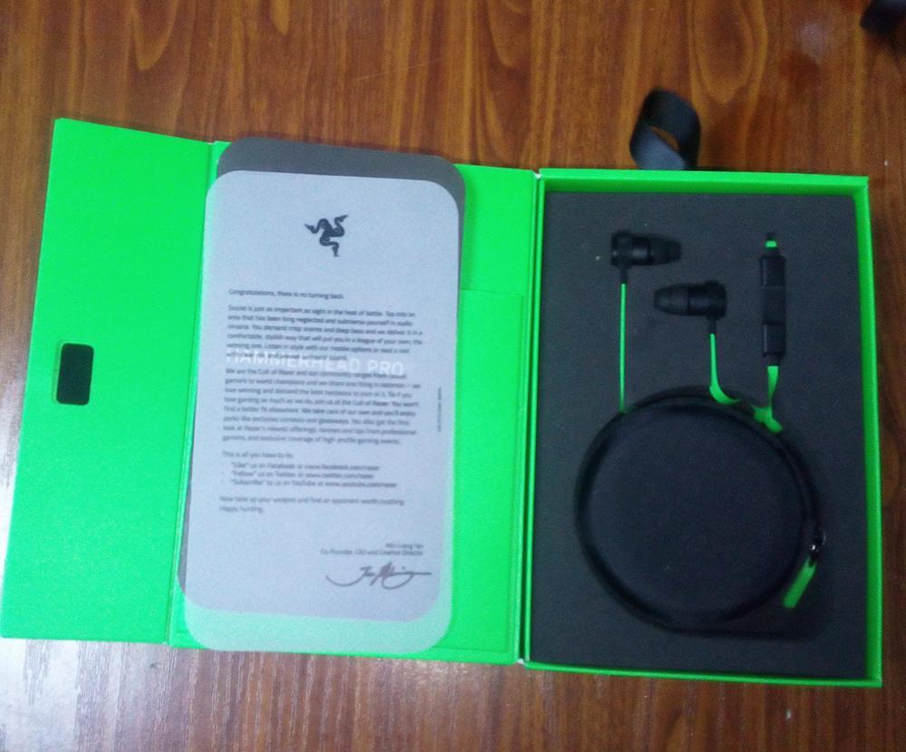 Razer Hammerhead Pro V2 أذن في سماعة الأذن مع ميكروفون مع صندوق البيع بالتجزئة في سماعات الأذن الألعاب شحن مجاني.