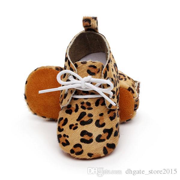 Baby mocassins à semelle souple 100% cuir véritable premiers marcheurs chaussures en cuir pour bébés chaussures nouveau-nés point léopard maccasions botte / bottillon