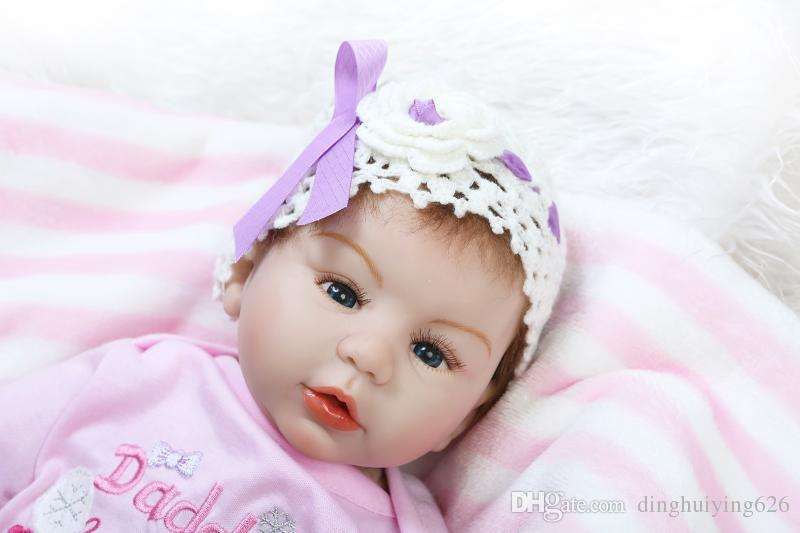 22 inch Lifelike Baby Doll Girls Birthday Gift Christmas Gift Doll Toy Realistic Baby Girl Doll Reborn in Soft Pink Clothes