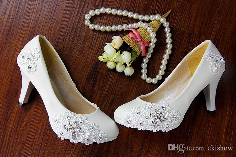 Schöne weiße Spitze Kristalle Schuhe niedrigen Ferse Schuhe Perle Braut Hochzeit Dame Frauen Schuhe