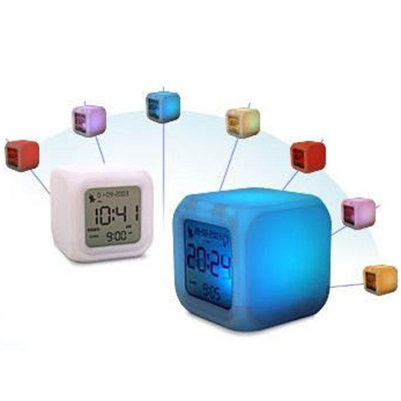 7 LED de cambio de color que brilla intensamente LCD Reloj despertador digital Termómetro Calendario Tabla de tiempo Relojes orden $ 18no pista