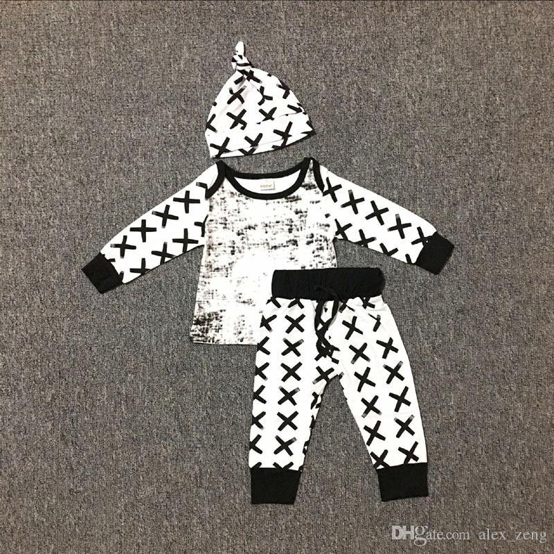 2017 Newborn Baby Boys Set di abiti natalizi Infant motivi geometrici pagliaccetto stampa a strisce + pantaloni lunghi + cappello 3 pezzi abiti Abbigliamento bambini